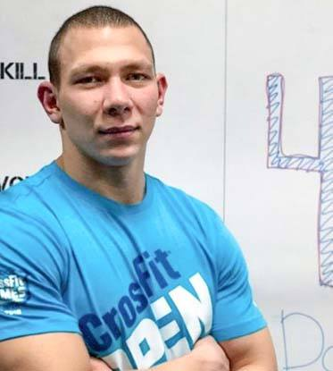 atleta crossfit roman khrennikov