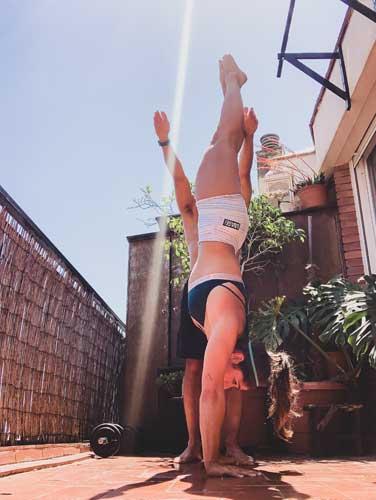 ejercicios con pareja handstand walk