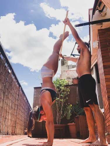 handstand ejercicios con palo
