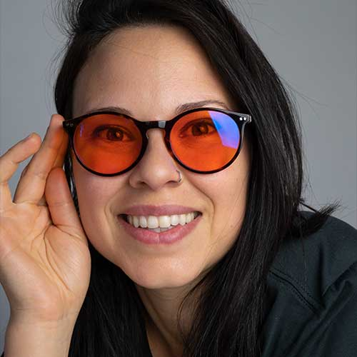gafas naranjas bloquean luz